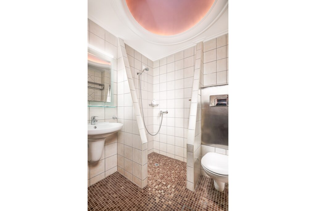 Hotel Prestige - Bathroom